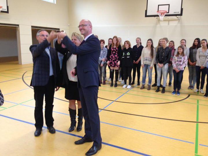 Wir freuen uns mit unserem Nachbarn, dem Marie-Curie-Gymnasium über die neue Spo…