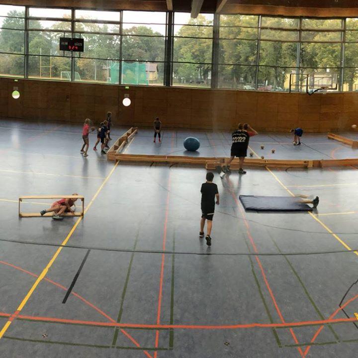 Handball-Tag Heute war Handball-Tag für unsere 4. Klassen. Der HSV Oberhavel war…