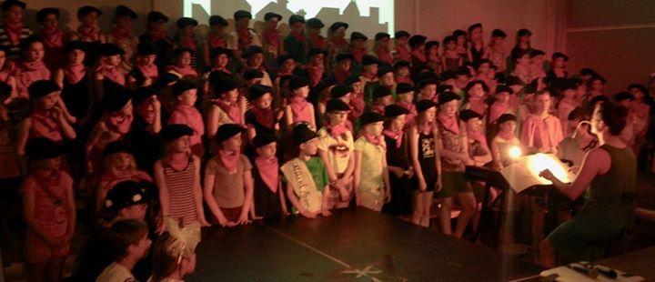 Unser Schulchor singt… am Sonntag, 20. November um 13:30 bei Pflanzen-Kölle in…