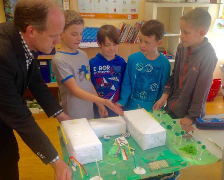 Neue Ideen für unseren Schulhof!  Die Klassen 3A und 3C haben sich in einem Proj…