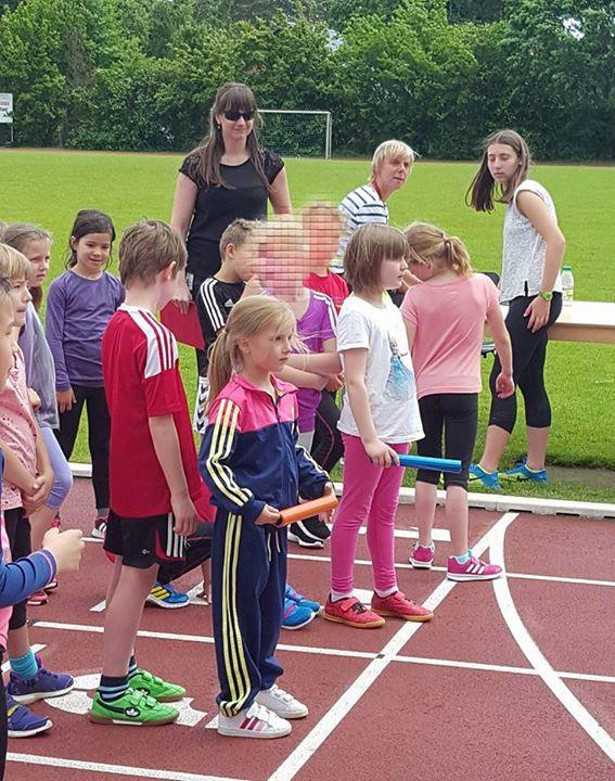 Das Sportfest der Klassen 1 bis 3 wurde heute Vormittag bei angenehmen Temperatu…