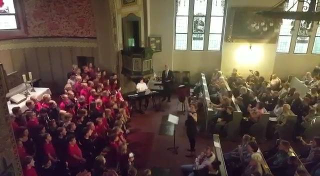 Auld Lang Syne gesungen von unserem Schulchor bei seinem heutigen Sommerkonzert …