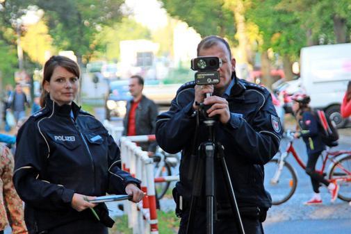 Polizei kontrolliert vor Schulen