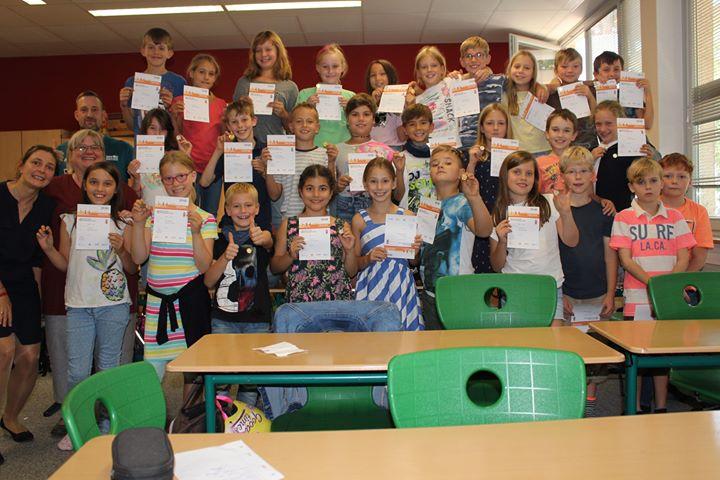 Klasse 4b macht Namen alle Ehre Die Klasse 4b der Waldgrundschule Hohen Neuendor…