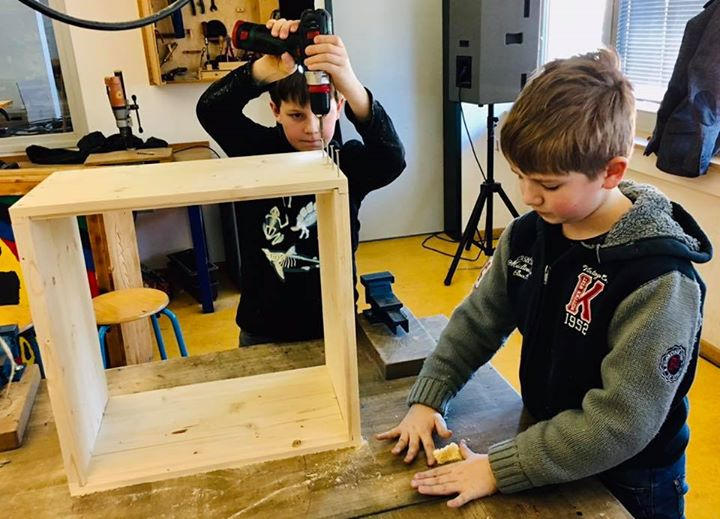 Bienen-Hausbau in der Waldgrundschule Hohen Neuendorf:Heute konnten unsere Jungi…