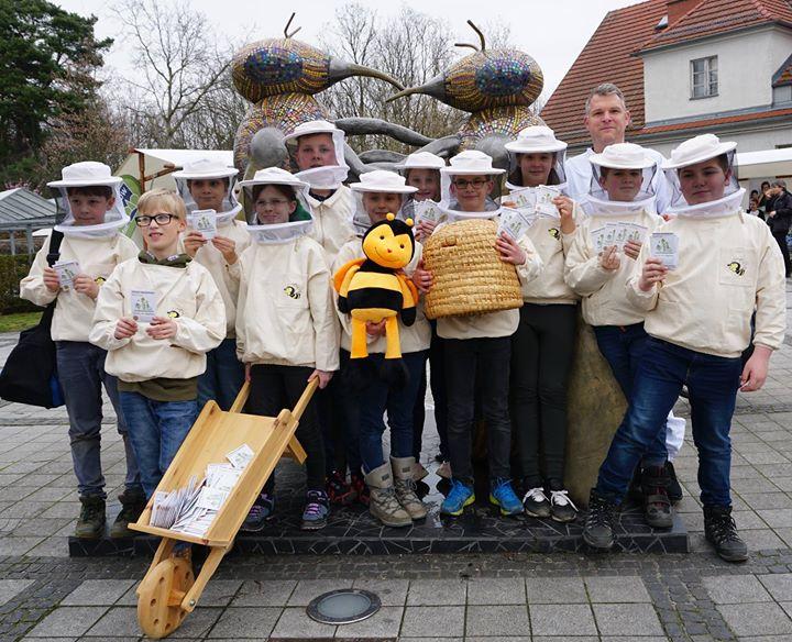 Einsatz unserer Schul-Imkerei:Am heutigen Aktionstag -Hohen Neuendorf blüht auf-…