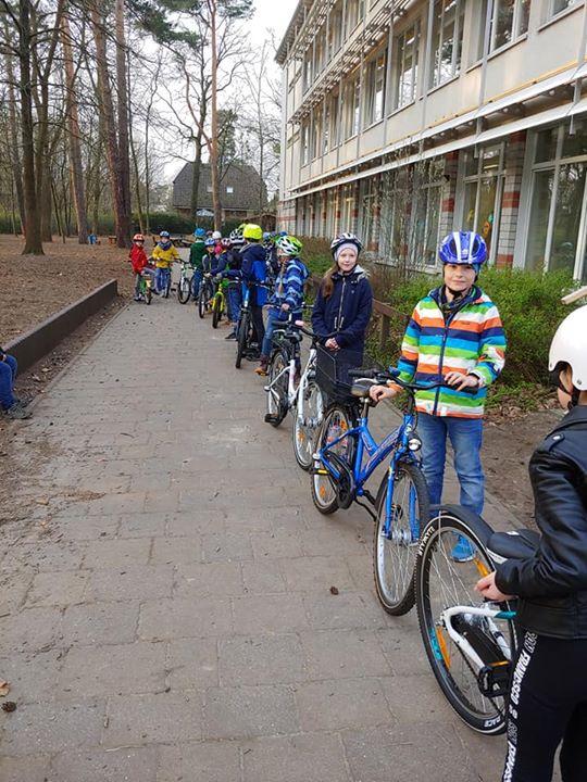 Fahrradparcours in den 3. Klassen  Im Rahmen der Verkehrserziehung wird heute in…