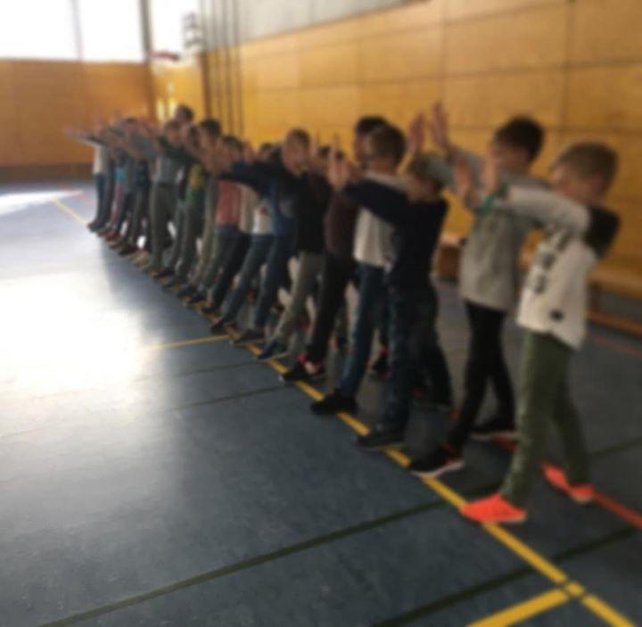 """Kleine Helden zu Gast  Ein Trainer des Teams """"Kleine Helden"""" kam in dieser Woche…"""
