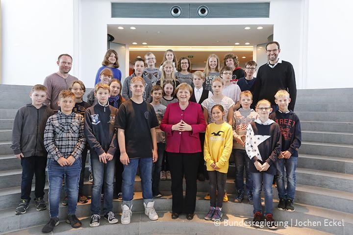Im Mai besuchte die Klasse 6d das Bundeskanzleramt in Berlin. Die Kinder gewanne…